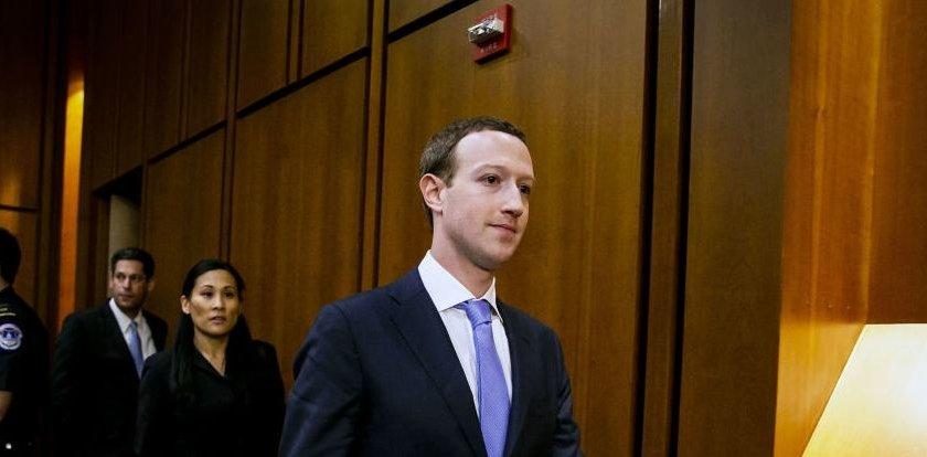 رويترز : المستثمرون في فيسبوك يطالبون برحيل مارك زوكربيرغ